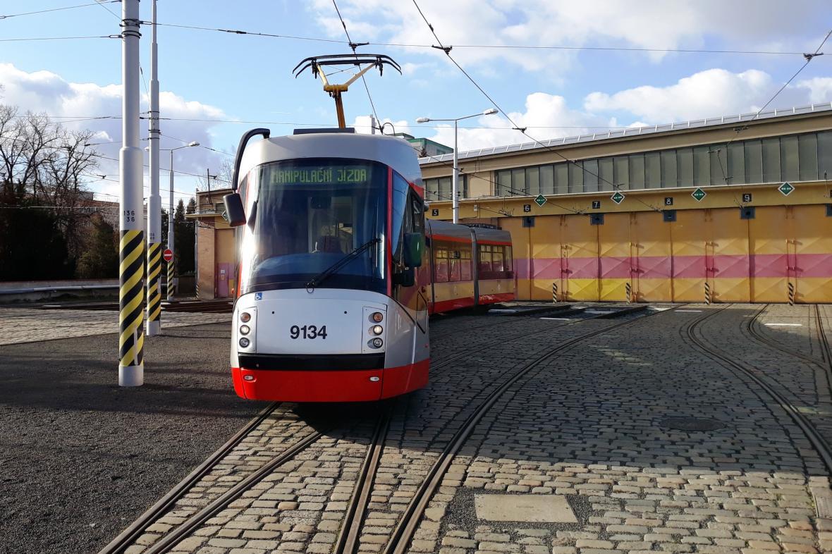 Modernizovaná tramvaj Škoda 14T