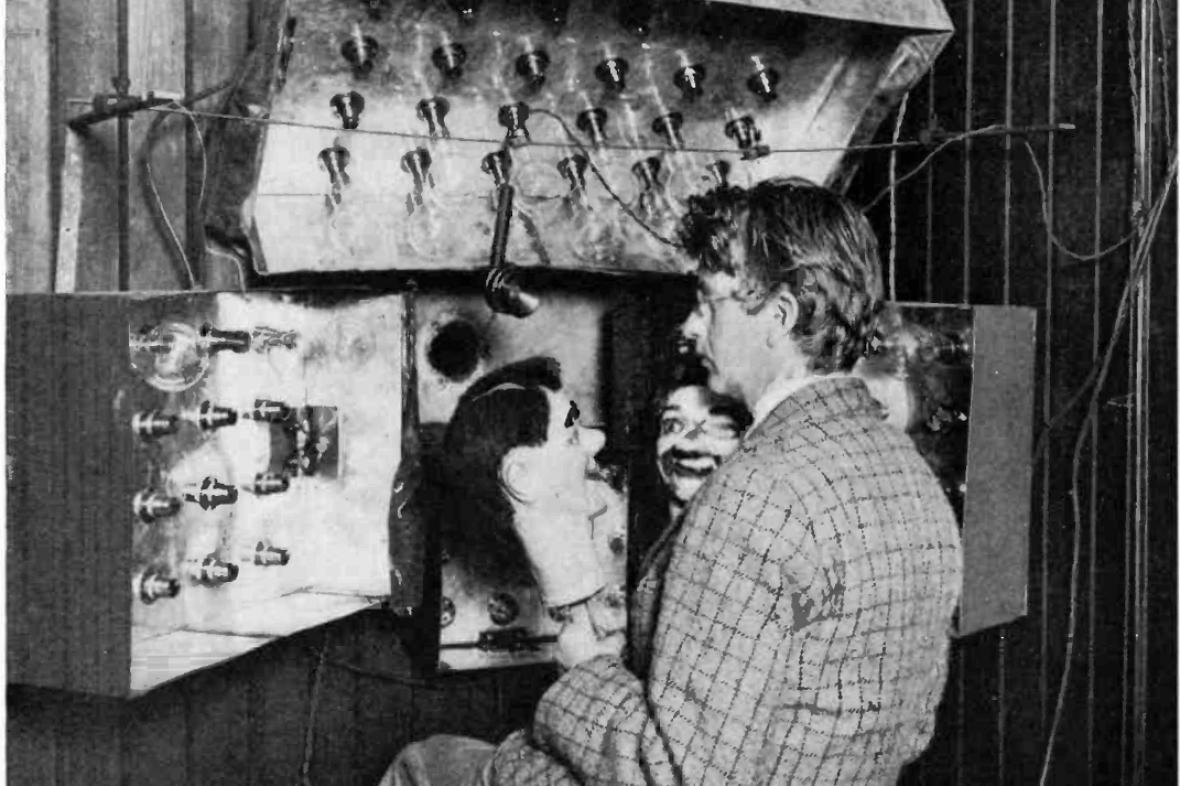 John Logie Baird s břichomluveckými loutkami