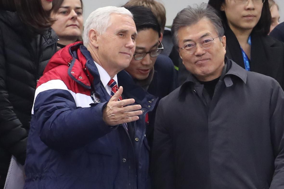 Americký viceprezident Mike Pence a jihokorejský prezident Mun Če-in na olympiádě v Pchjongčchangu
