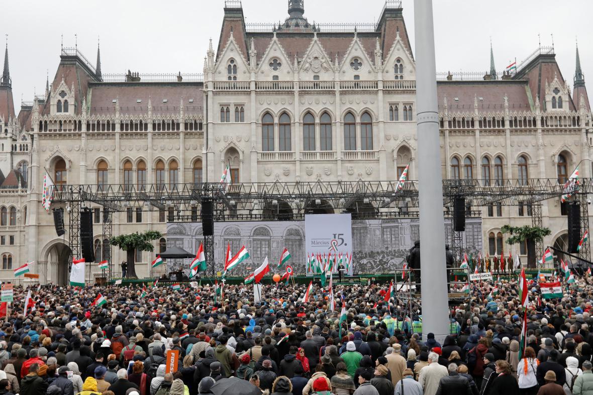 V Budapešti naslouchaly projevu Orbána jeho příznivci