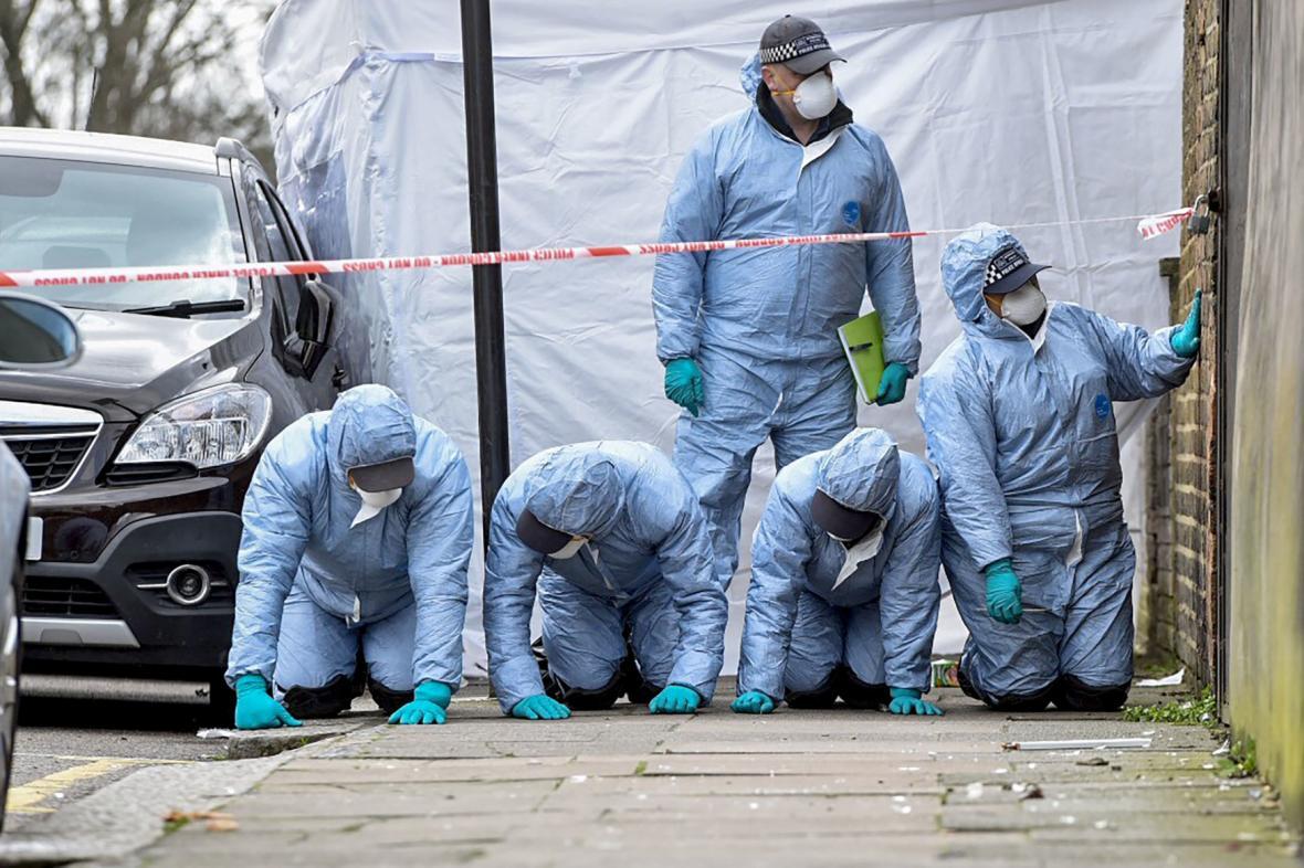 Forenzní analytici vyšetřují sřelbu v Tottenhamu