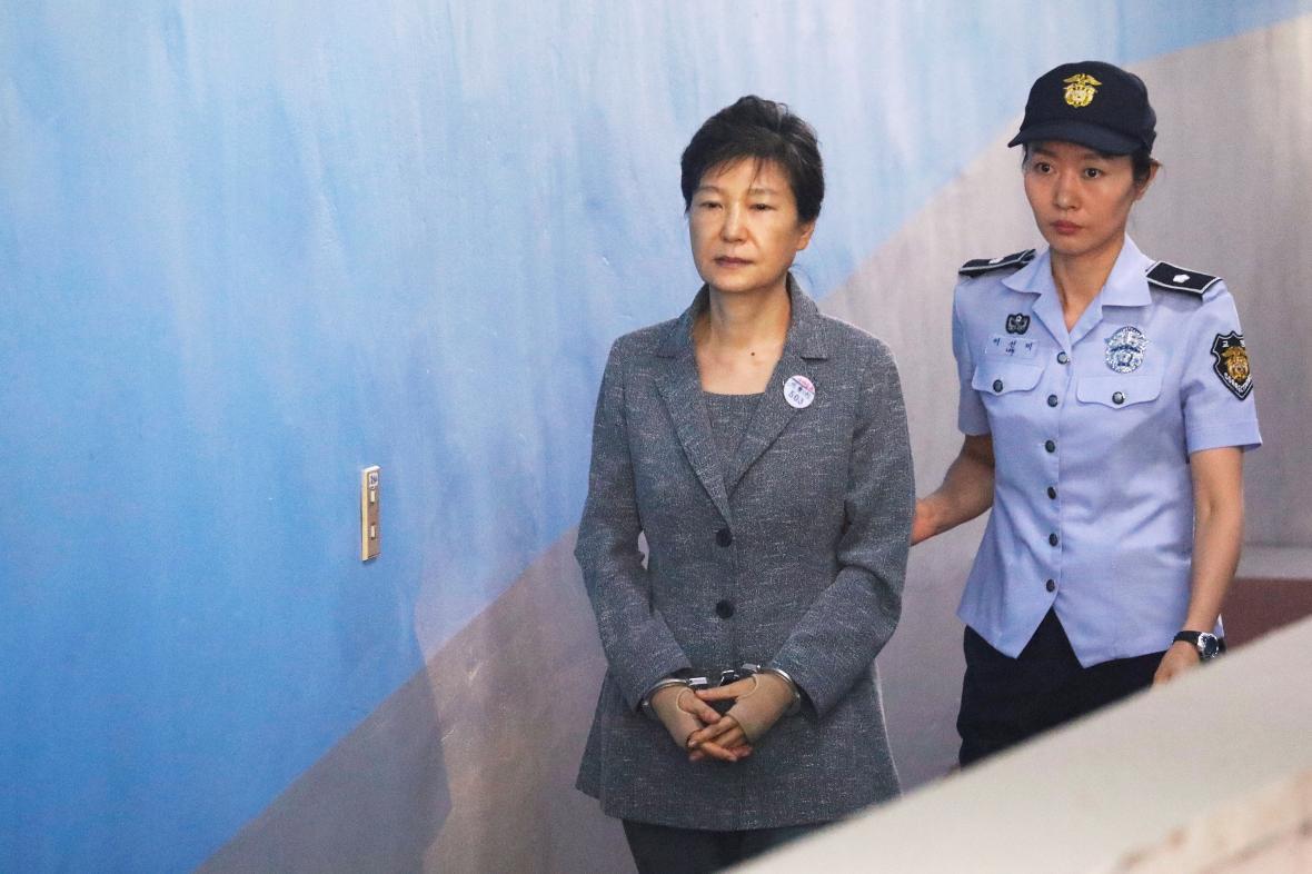 Exprezidentka Pak Kun-hje u soudu