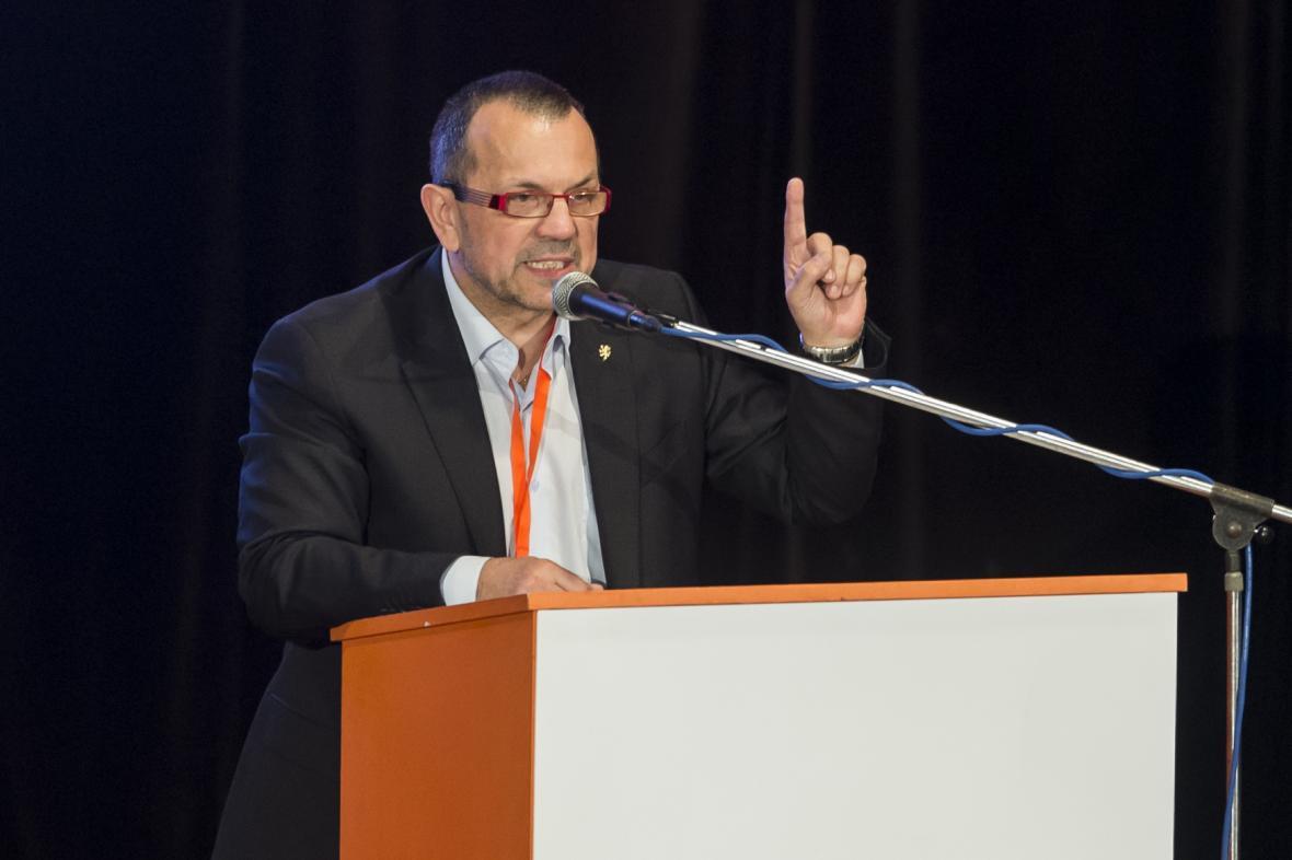 Kandidát na místopředsedu ČSSD Jaroslav Foldyna hovoří na sjezdu strany