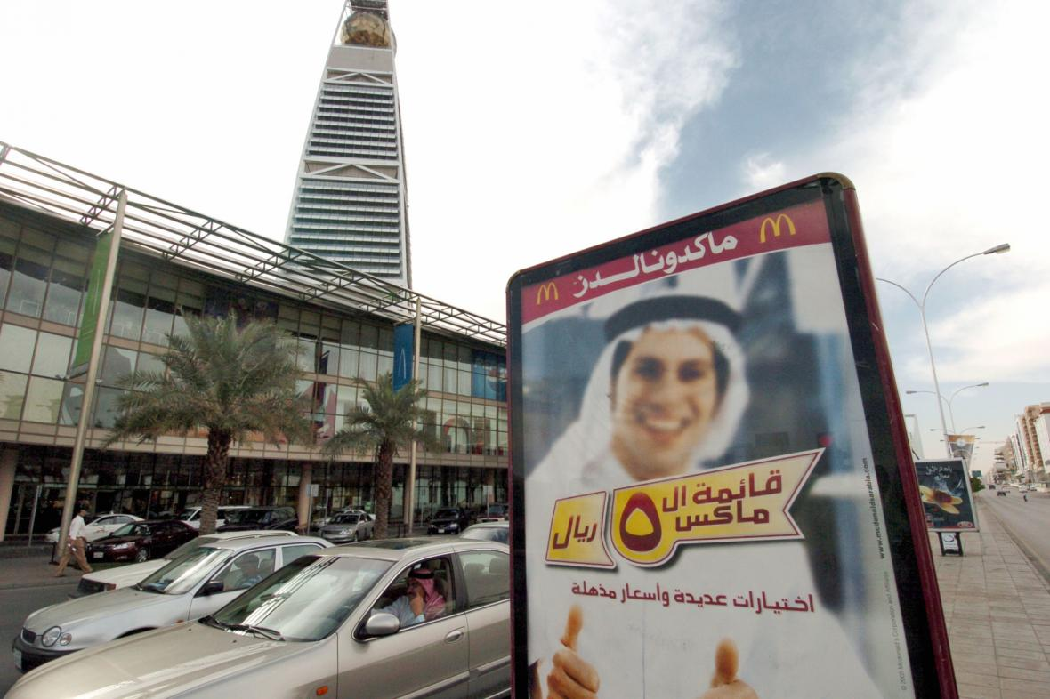 Reklama na ulici v Rijádu