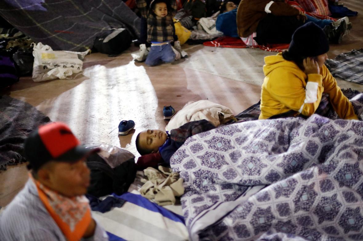 Karavana migrantů strávila noc v Tijuaně