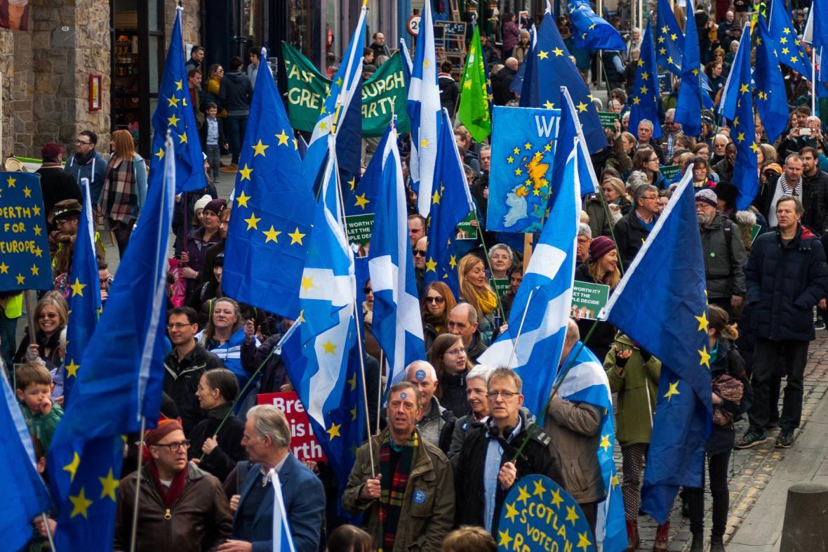 Pro-unijní protest v Edinburghu
