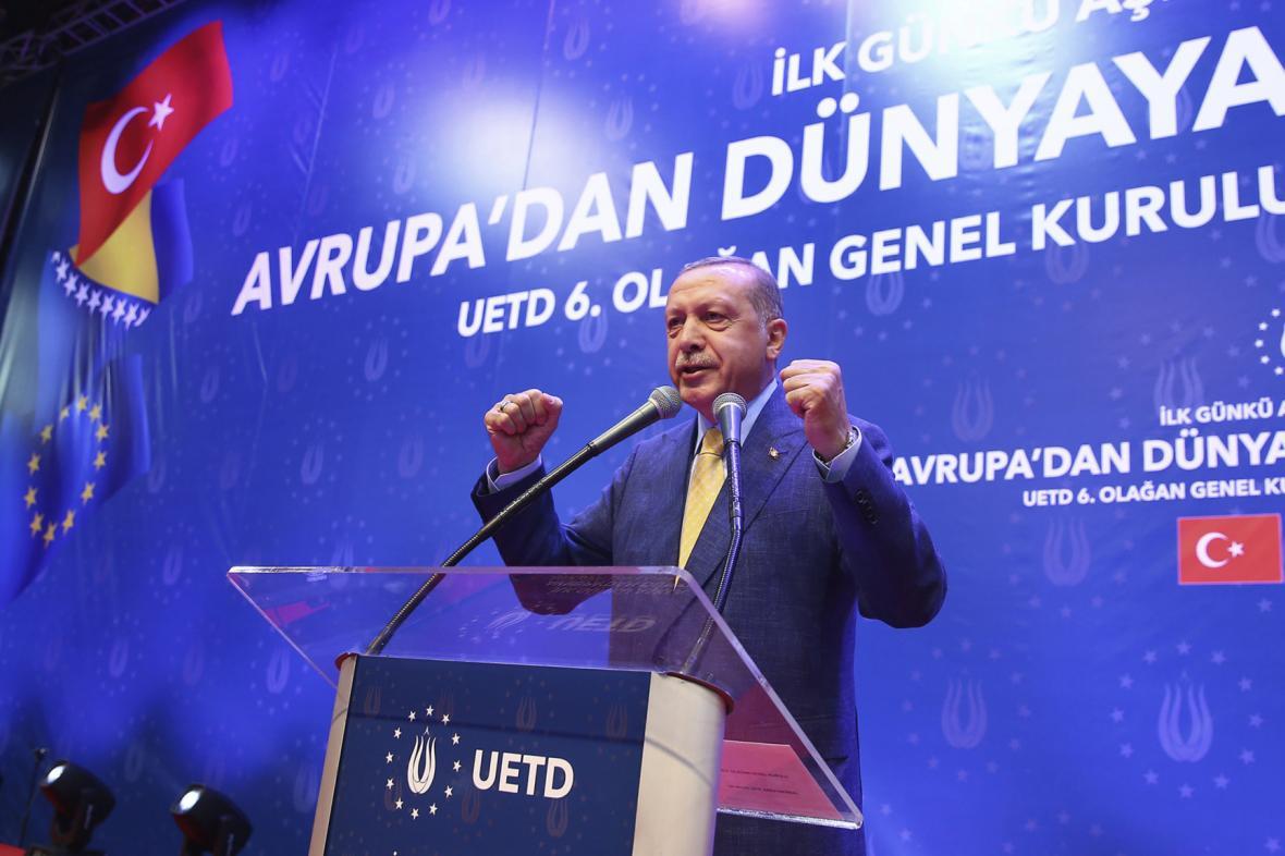 Erdogan na mítinku v Sarajevu