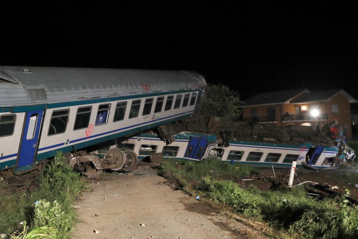 Na severu itálie vykolejil vlak