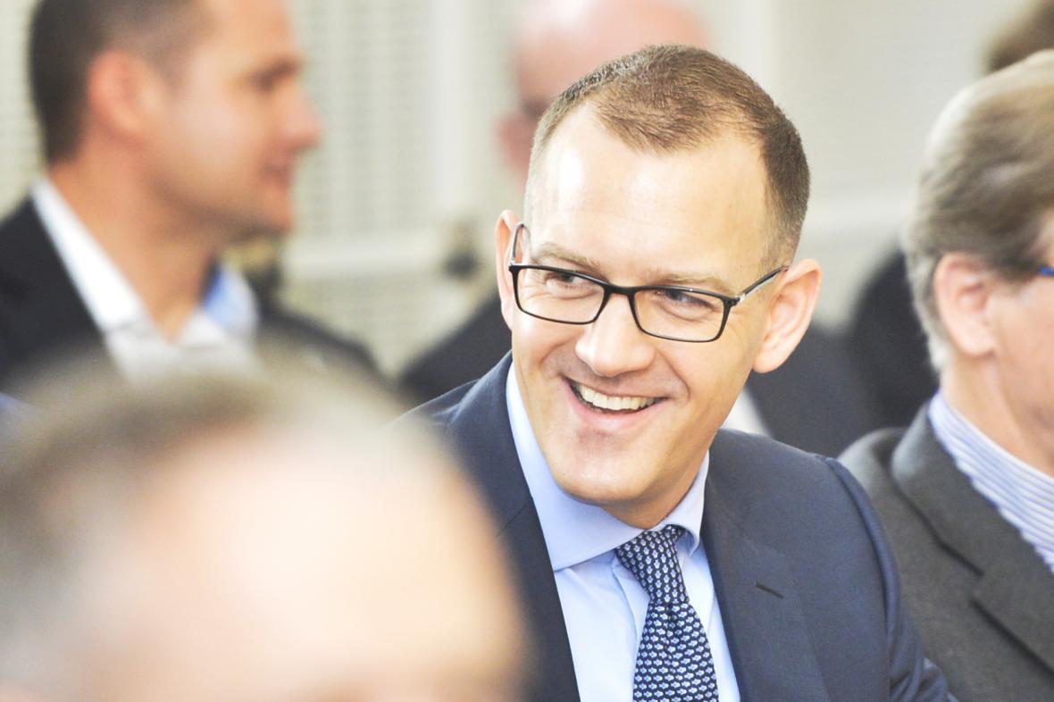 Daniel Křetínský na jednání plzeňského zastupitelstva