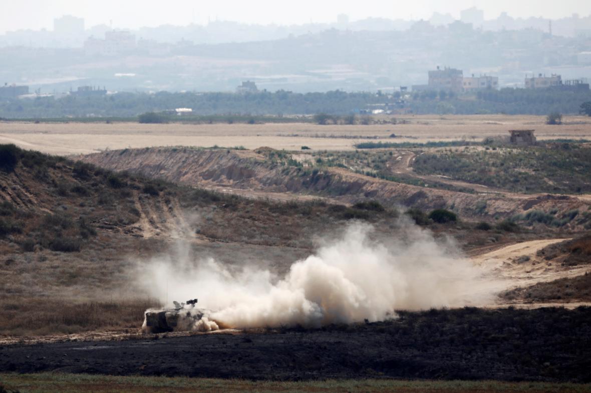 Izraelský tank poblíž Gazy
