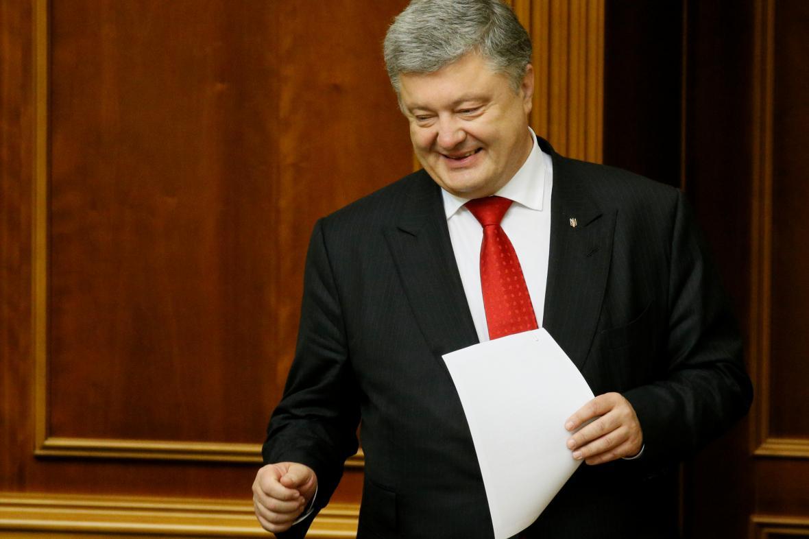 Ukrajinský prezident Petro Porošenko v parlamentu před hlasováním o zřízení protikorupčního soudu