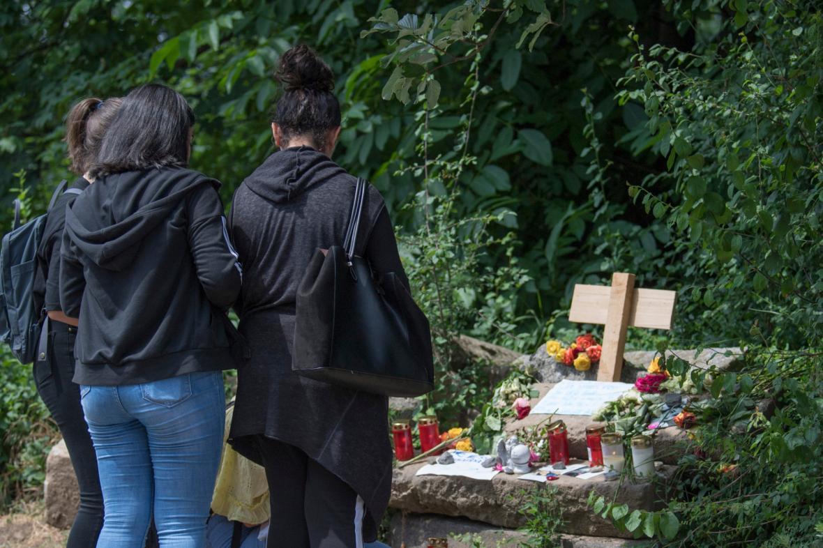 Ve Wiesbadenu si připomínají zavražděnou dívku