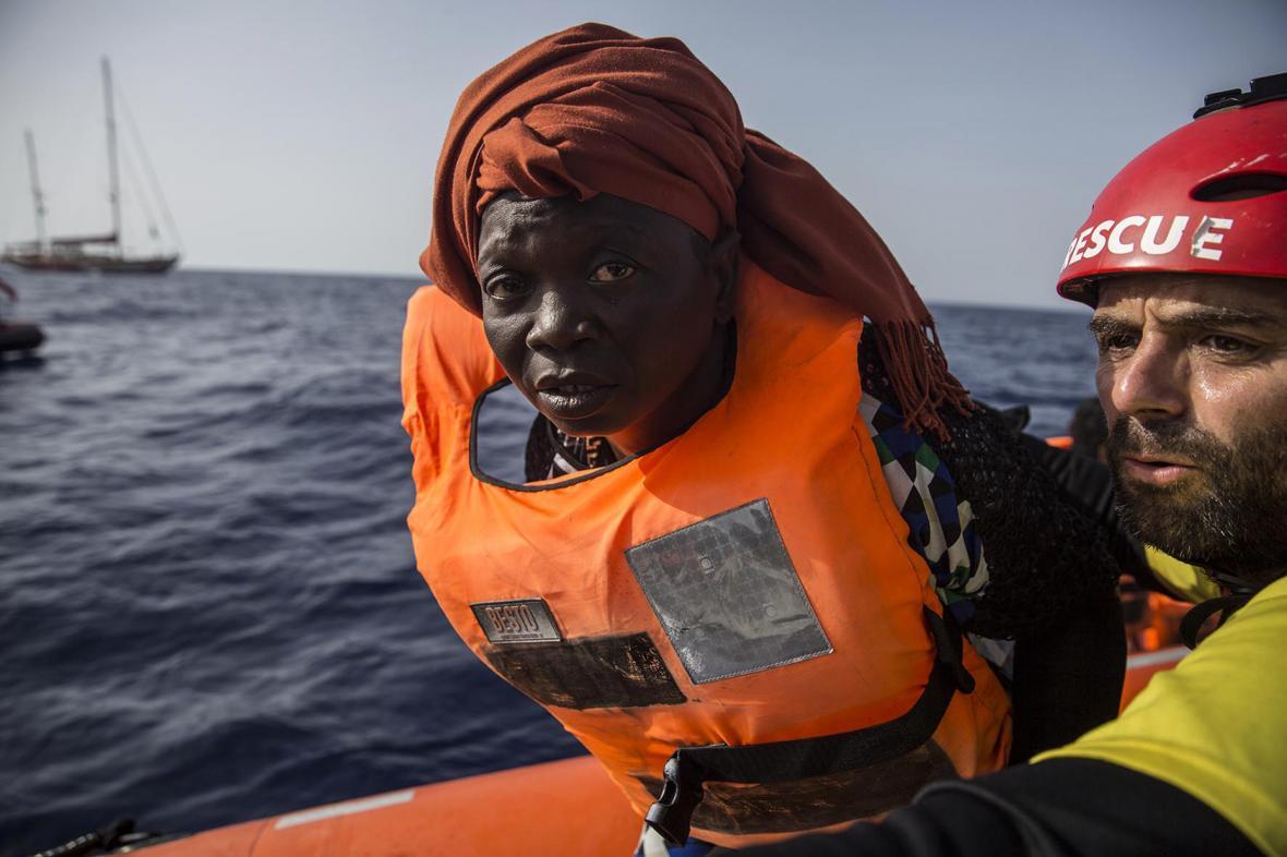 Záchranná akce organizace Proactiva Open Arms u břehů Libye