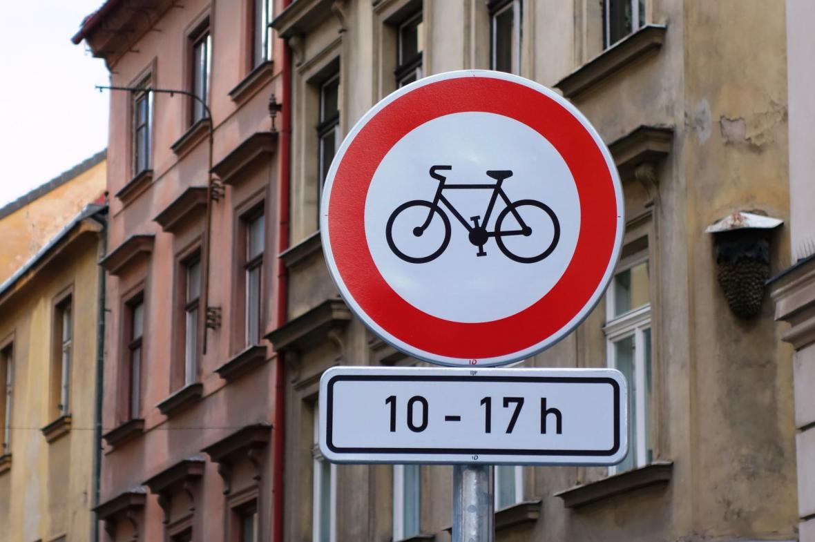 Zákaz vjezdu cyklistů platí od 10 do 17 hodin