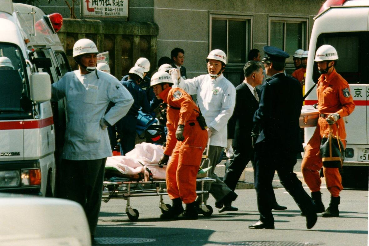 Záchranná akce po útoku sarinem v tokijském metru v roce 1995