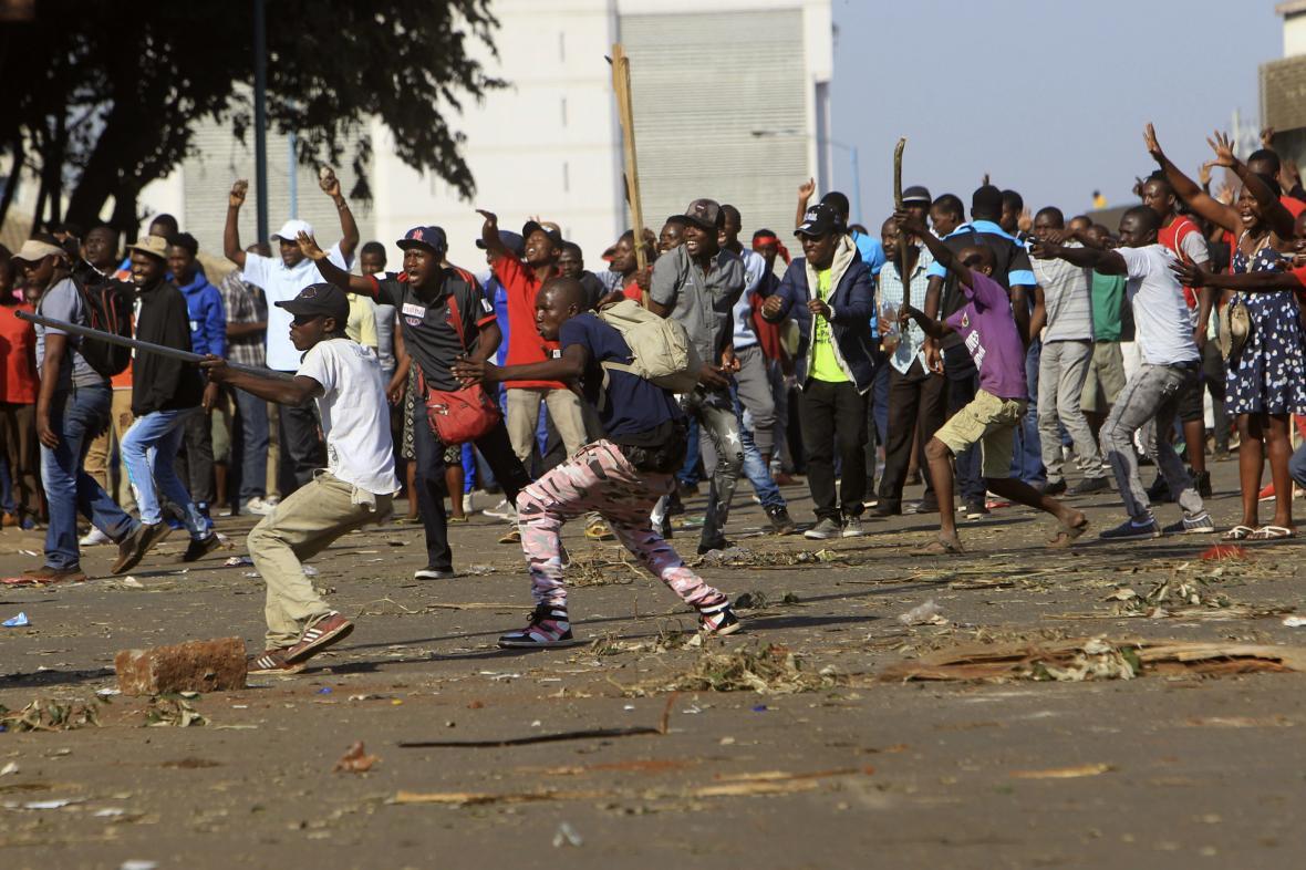Nepokoje v ulicích města Harare