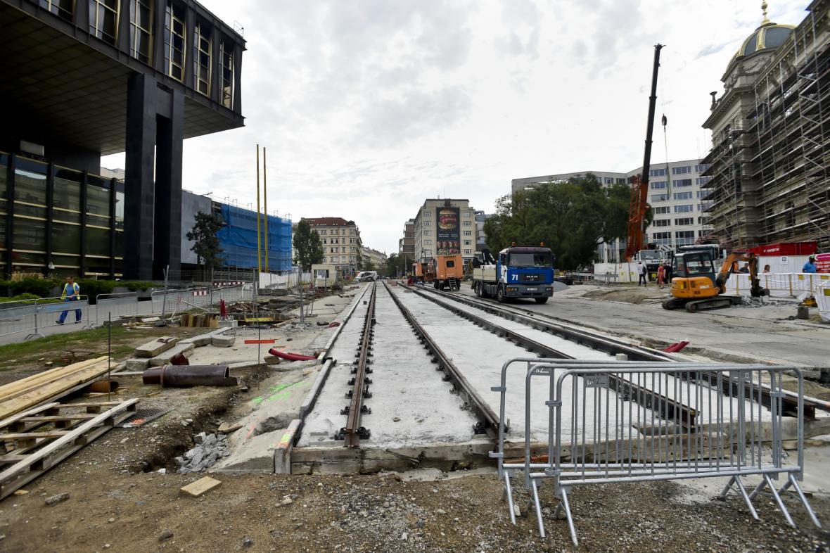 Tramvajové koleje ve Vinohradské u Národního muzea