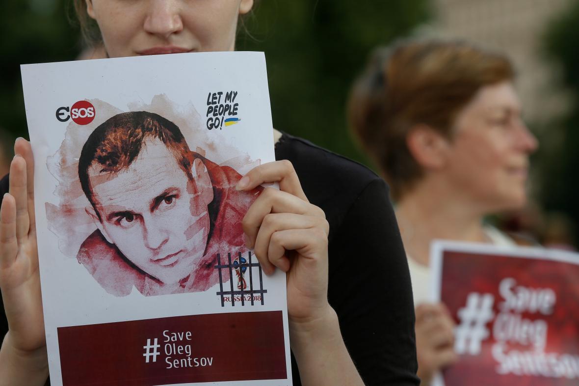Demonstrace za propuštění Sencova a dalších v Rusku vězněných Ukrajinců v centru Kyjeva (červenec 2018)