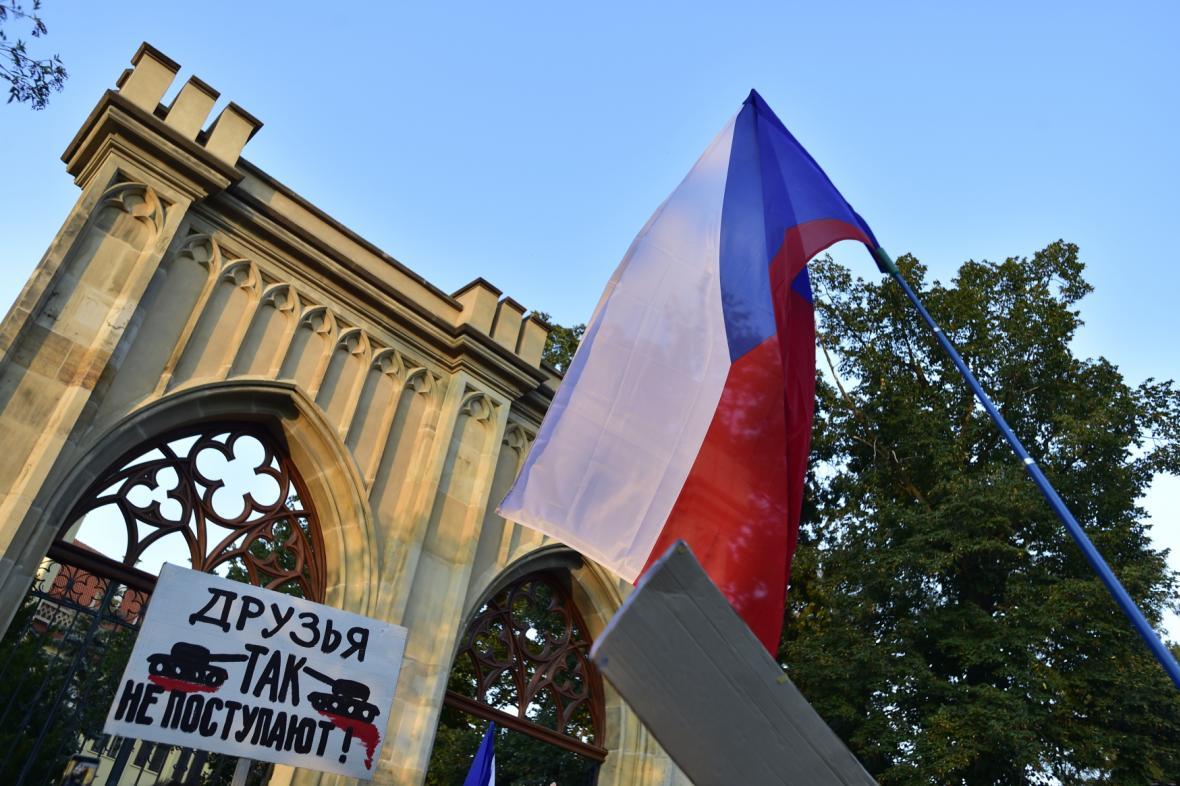 Demonstrace u ruského velvyslanectví