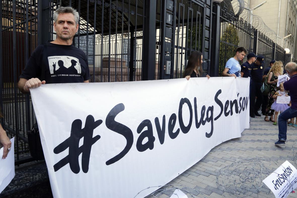 Volání po propuštění Sencova na Ukrajině