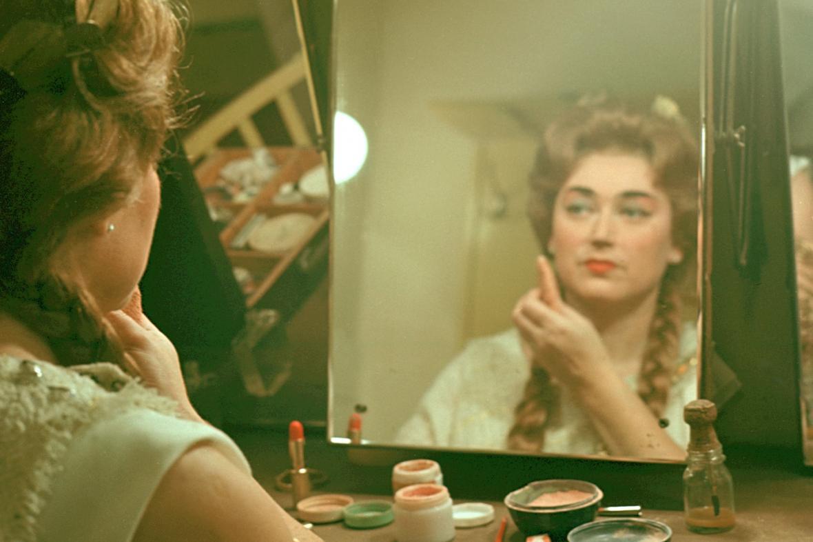 Milada Šubrtová jako Libuše v roce 1968. Šatna Národního divadla
