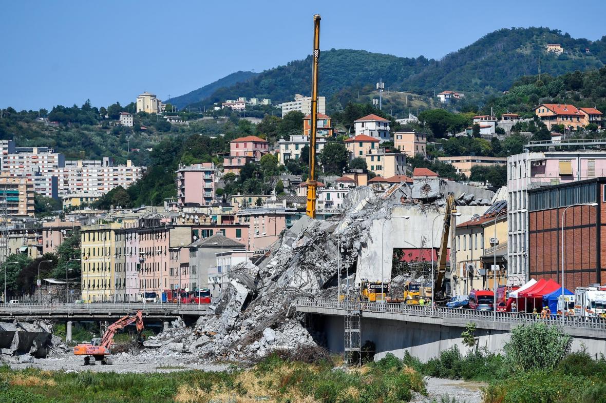 Zřícený most v Janově