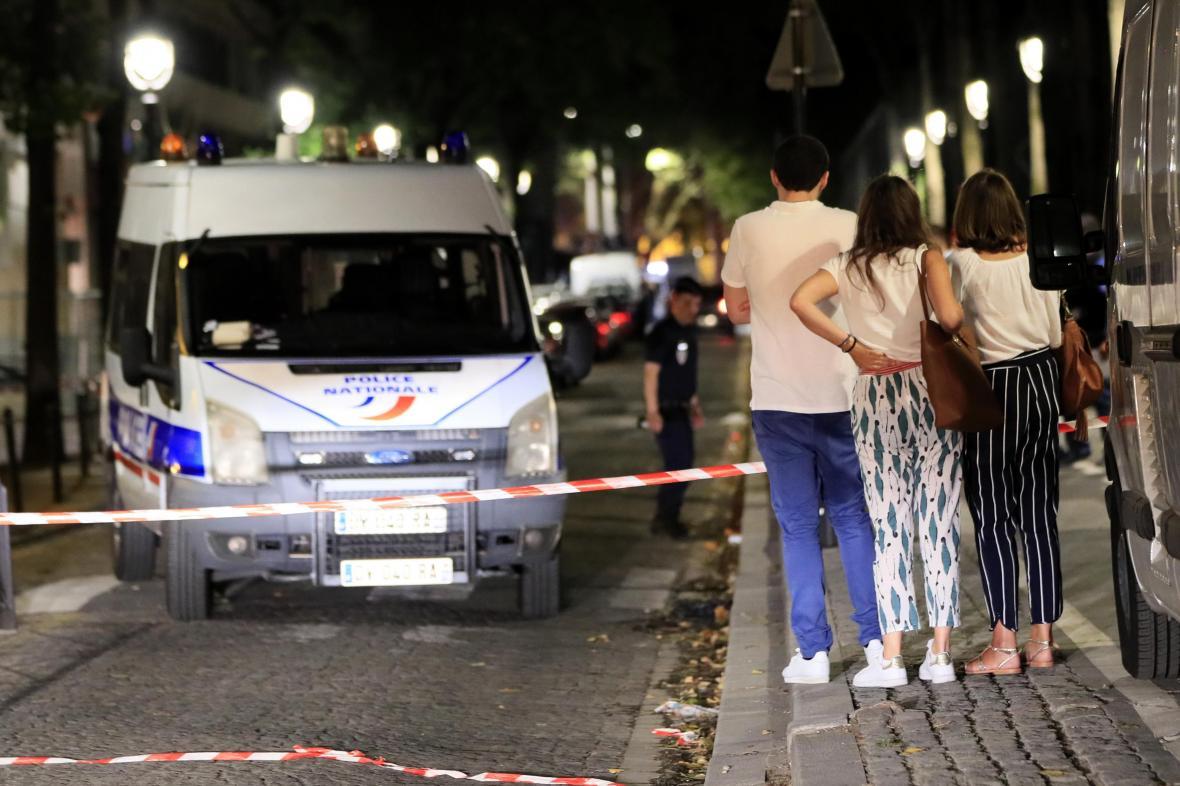 Francouzská policie na místě, kde došlo k incidentu
