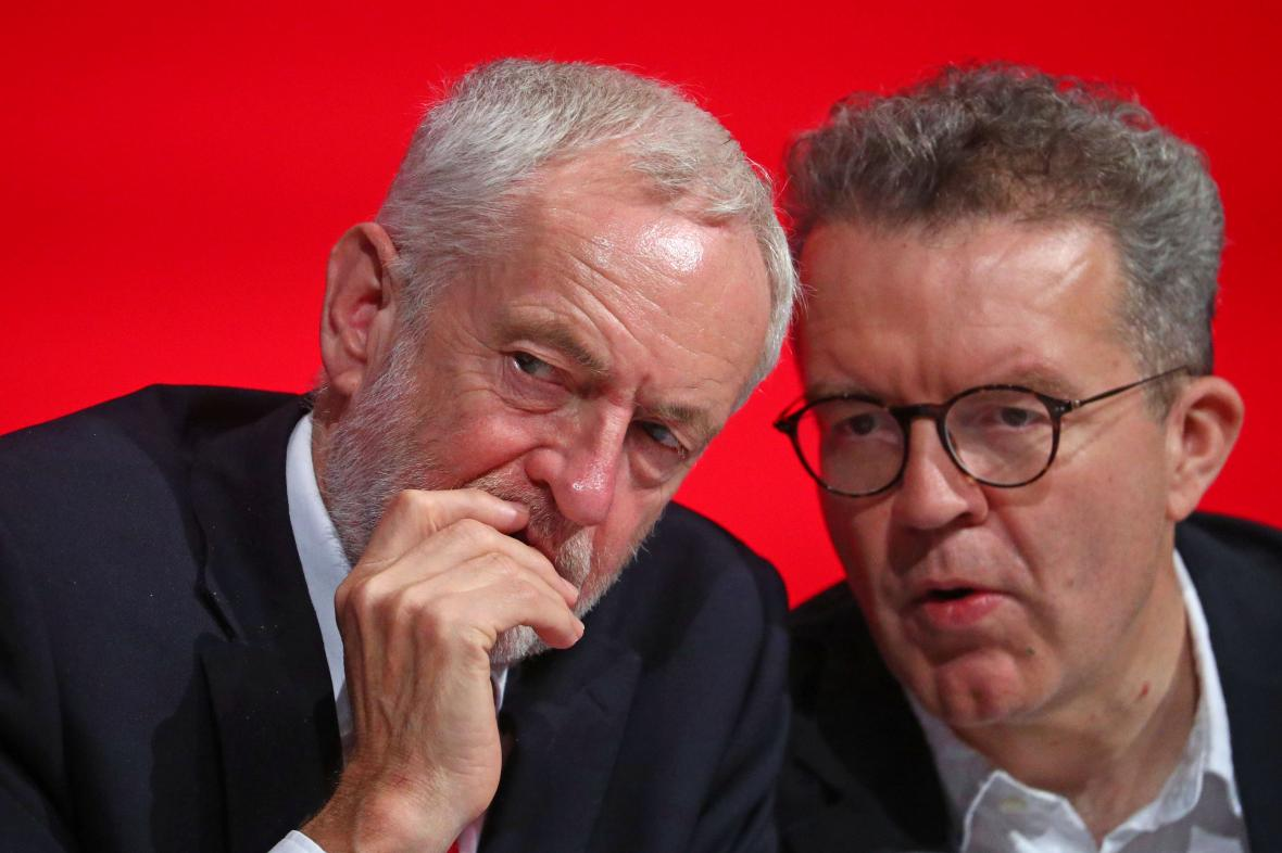 Jeremy Corbyn a Tom Watson na výroční konferenci labouristů