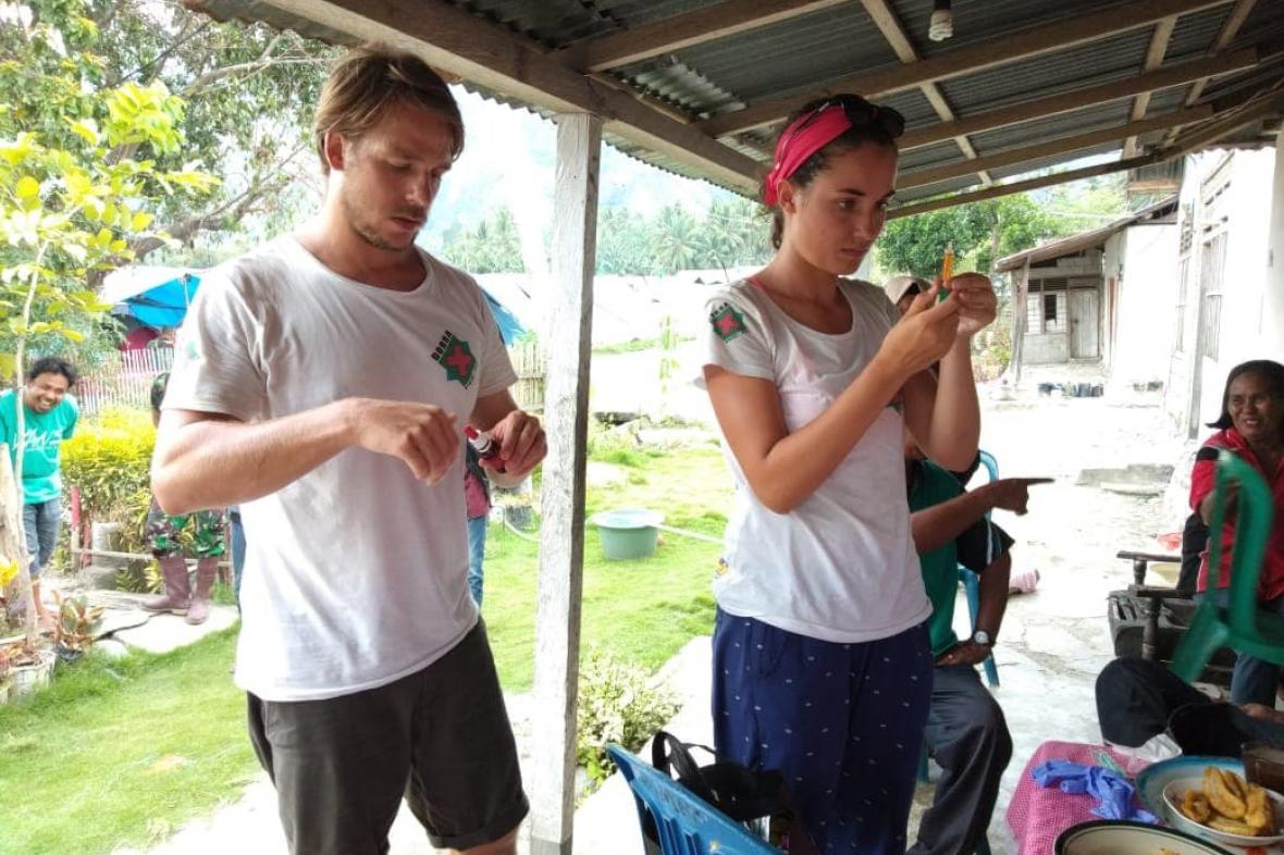 Jakub Waloszek a Tereza Bartošová na Sulawesi