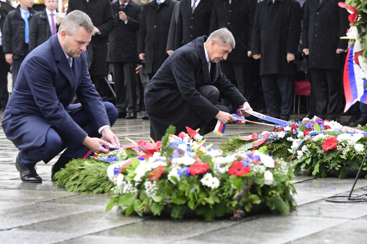 Předseda vlády ČR Andrej Babiš (vpravo) a slovenský premiér Peter Pellegrini (vlevo)