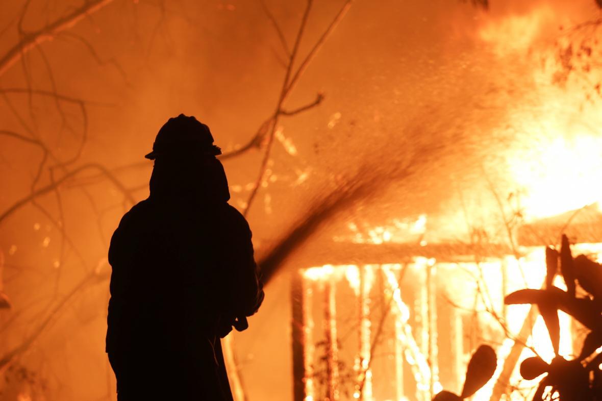 Mohutné požáry pustoší Kalifornii