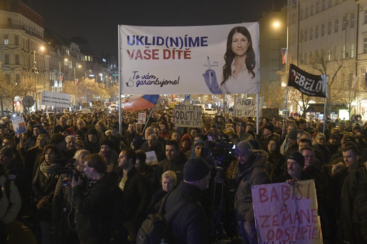 Demonstrace proti premiérovi Andreji Babišovi na Václavském náměstí v Praze