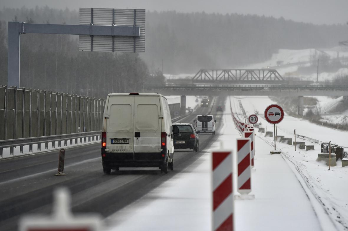 Dopravu komplikuje sníh