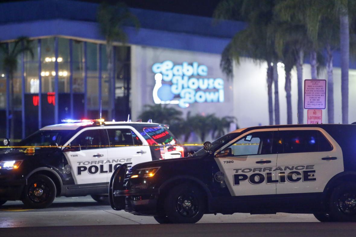 Policie u bowlingového centra v Kalifornii