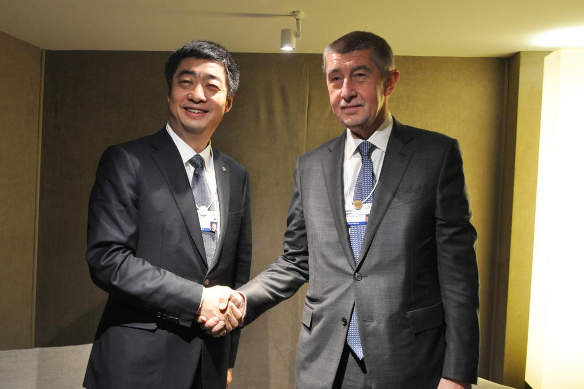 Premiér Andrej Babiš s předsedou představenstva Huawei Kenem Hu
