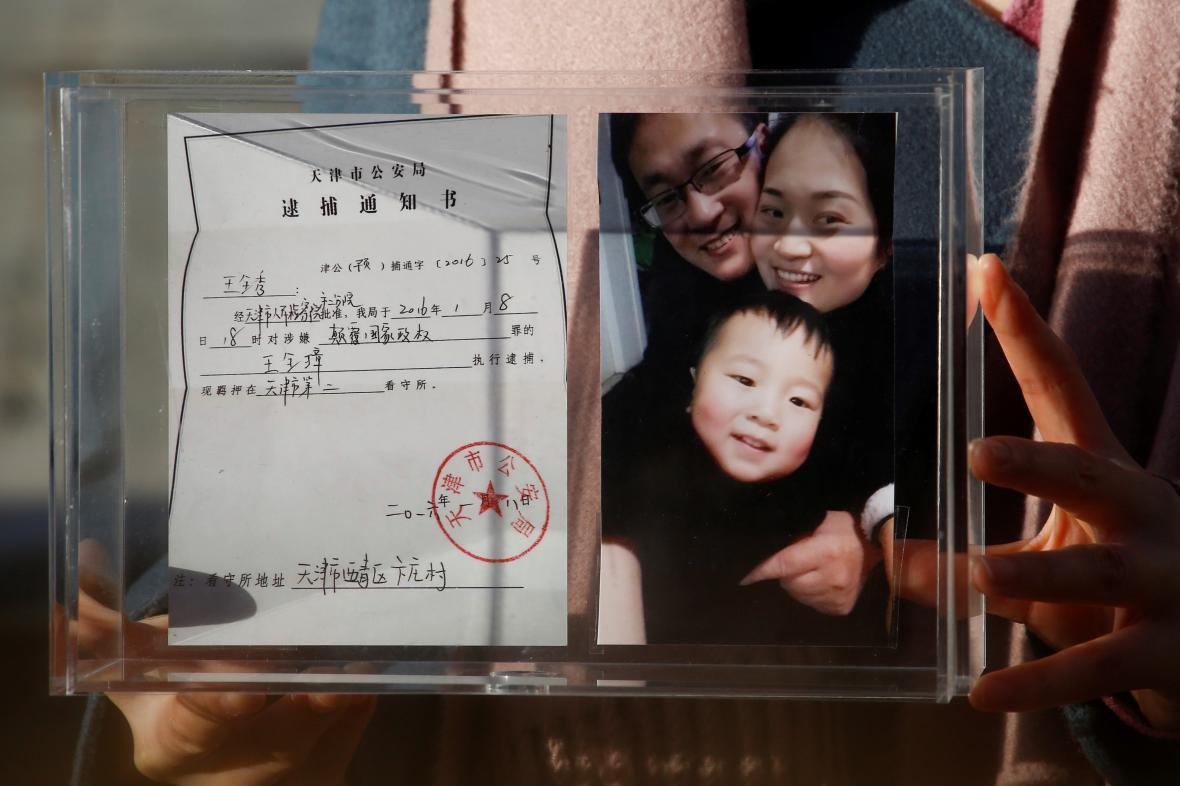 Čínský advokát Wang Čchüan-čang (na snímku s rodinou)