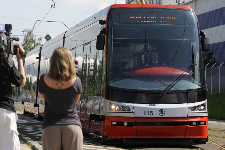 Tramvaj 15T poprvé v Praze
