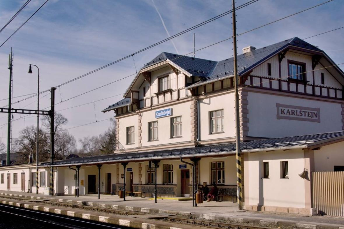 Opravené nádraží v Karlštejně