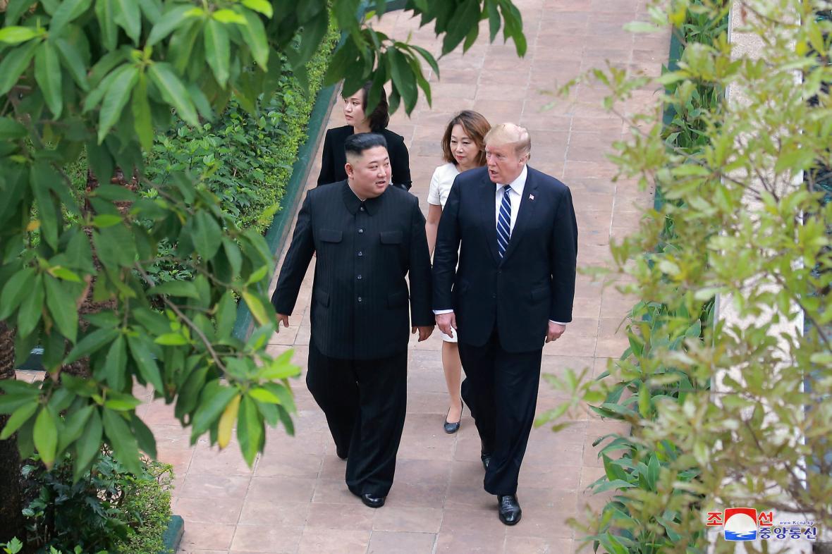 Kim Čong-un a Donald Trump na summitu v Hanoji