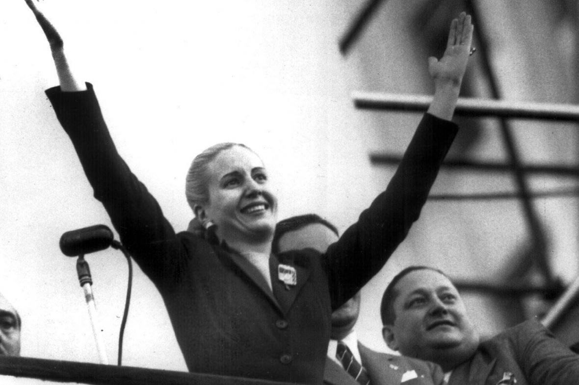 Eva Perónová zdraví své příznivce (říjen 1951)