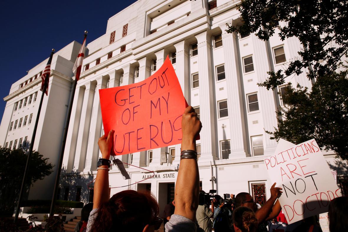 Protest proti zákazu potratů v Alabamě