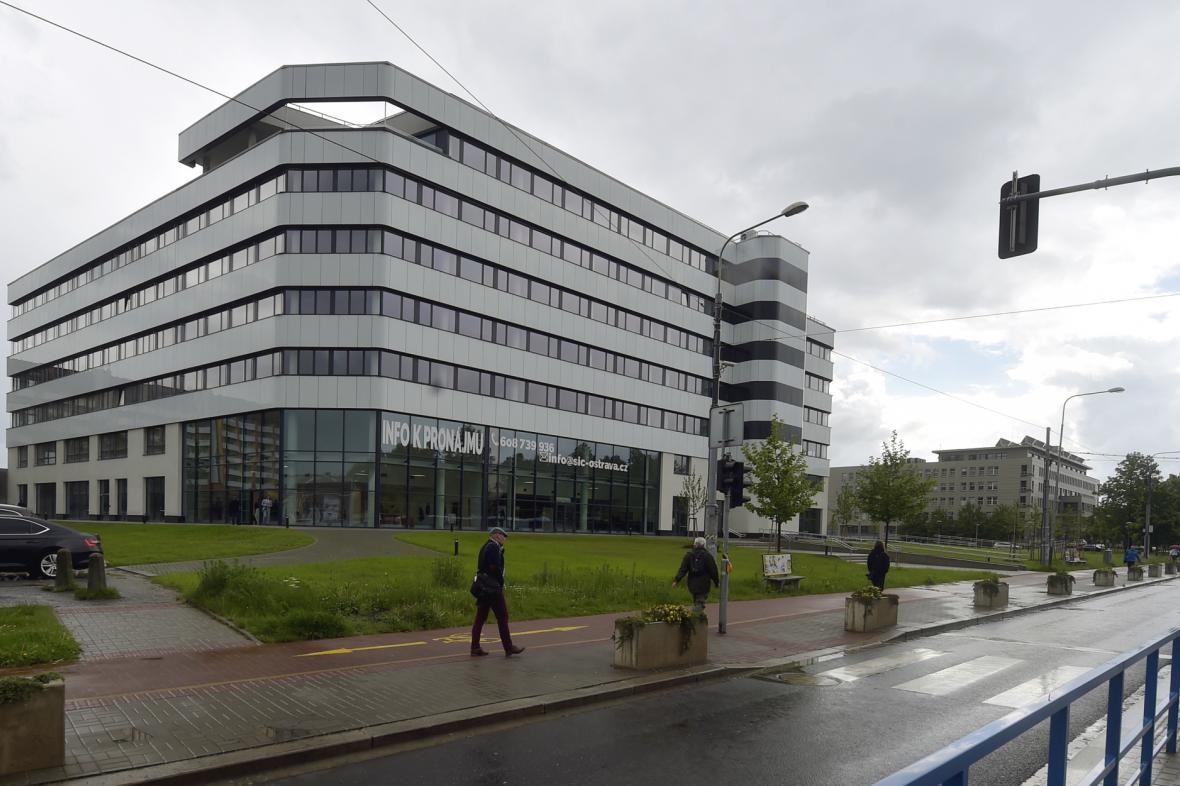 Budova v centru Ostravy, známá jako Skelet