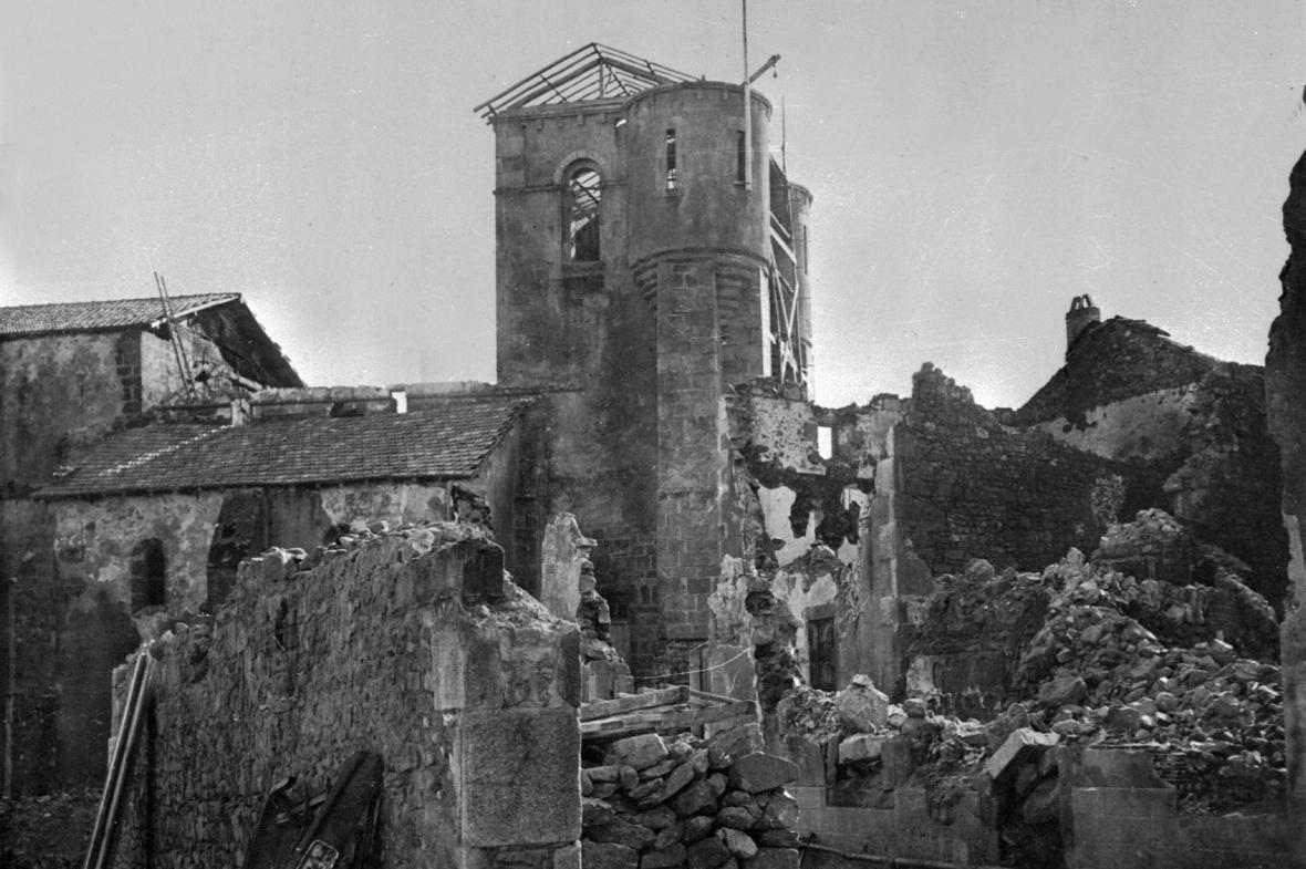 Vypálený kostel v Oradour-sur-glane