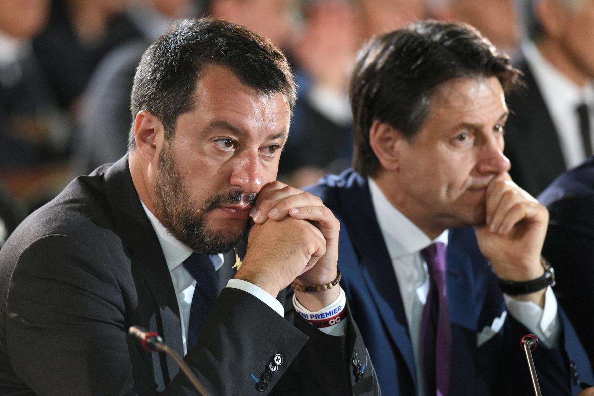 Italský ministr vnitra Matteo Salvini s premiérem Giuseppem Contem