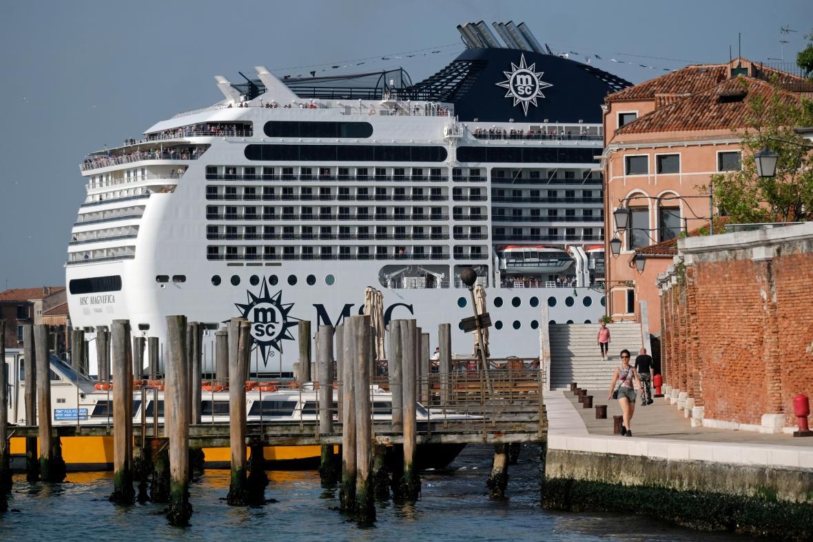 Výletní loď v Benátkách