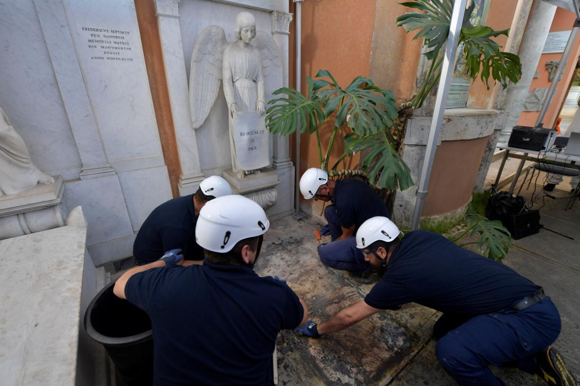 Specialisté ve dvou hrobkách ve Vatikánu hledali pozůstatky Emanuely Orlandiové