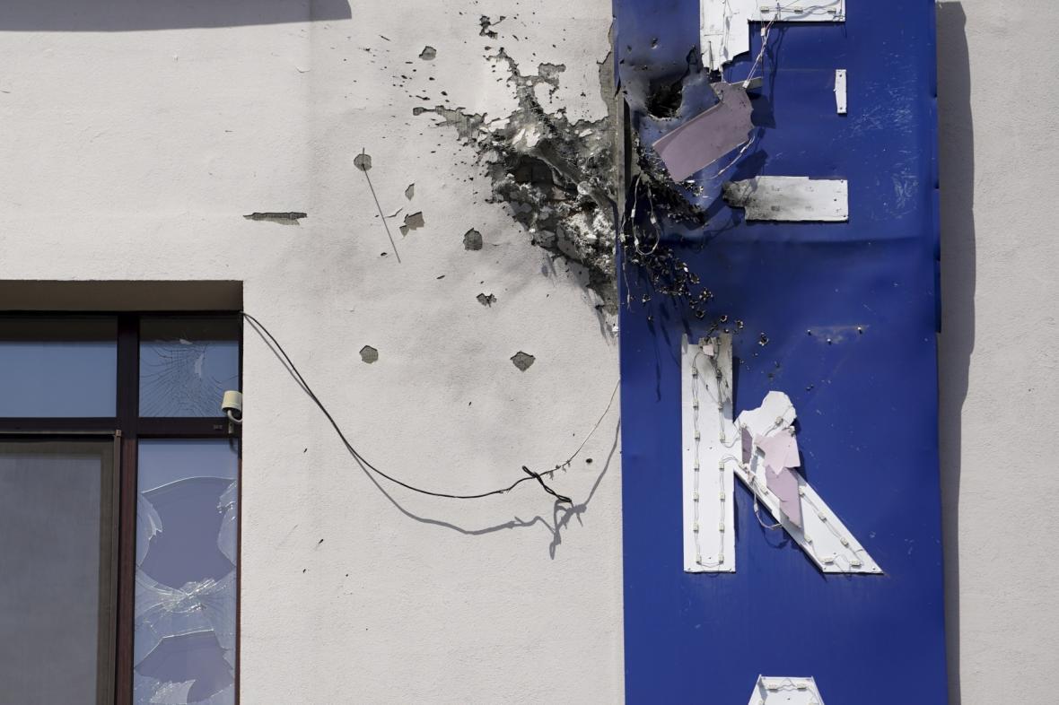 Sídlo ukrajinské televize 112 poškozené střelou z granátometu