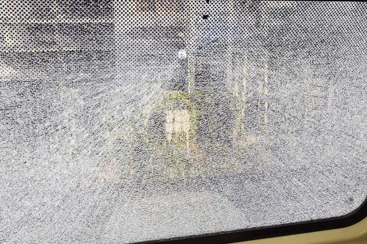 Poškozené okno vlaku