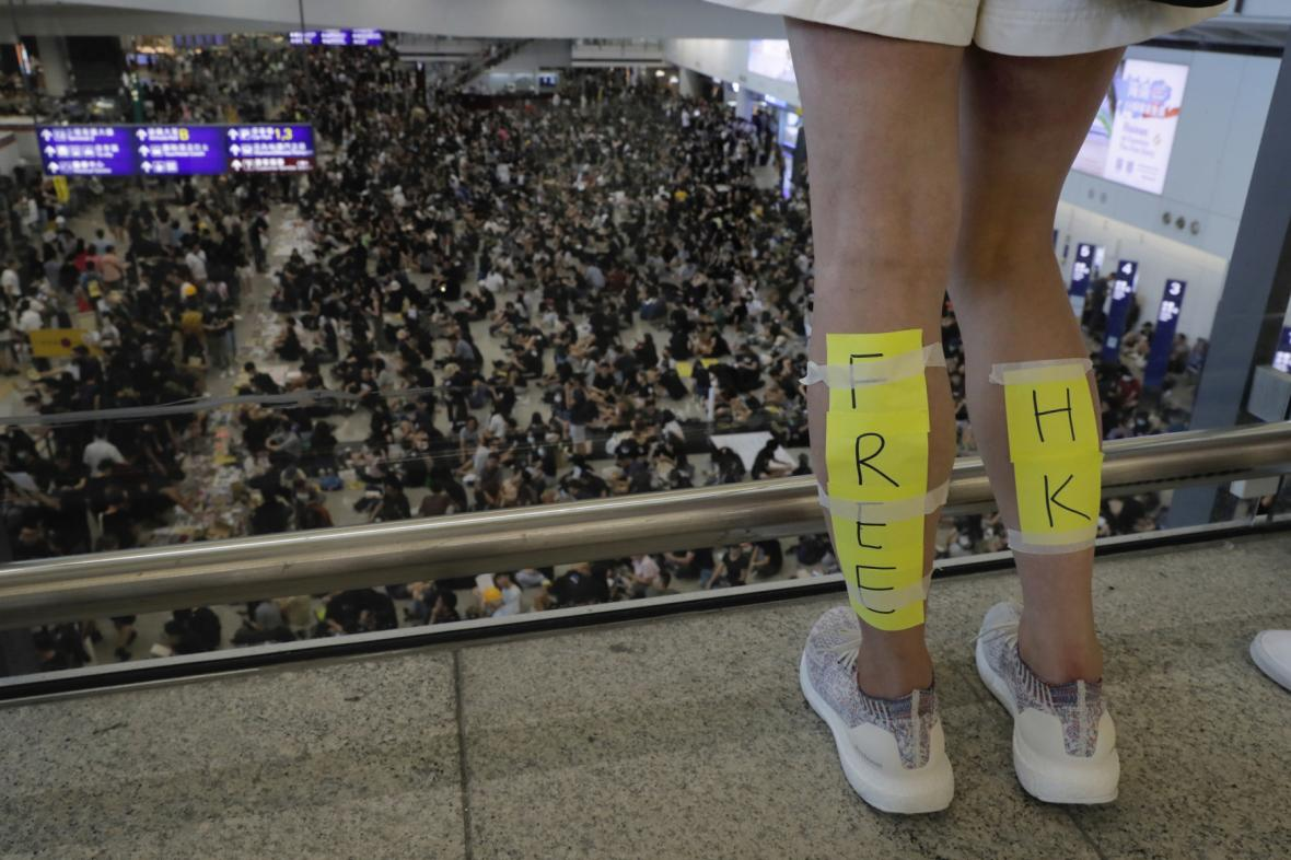 Demonstrace na letišti v Hongkongu