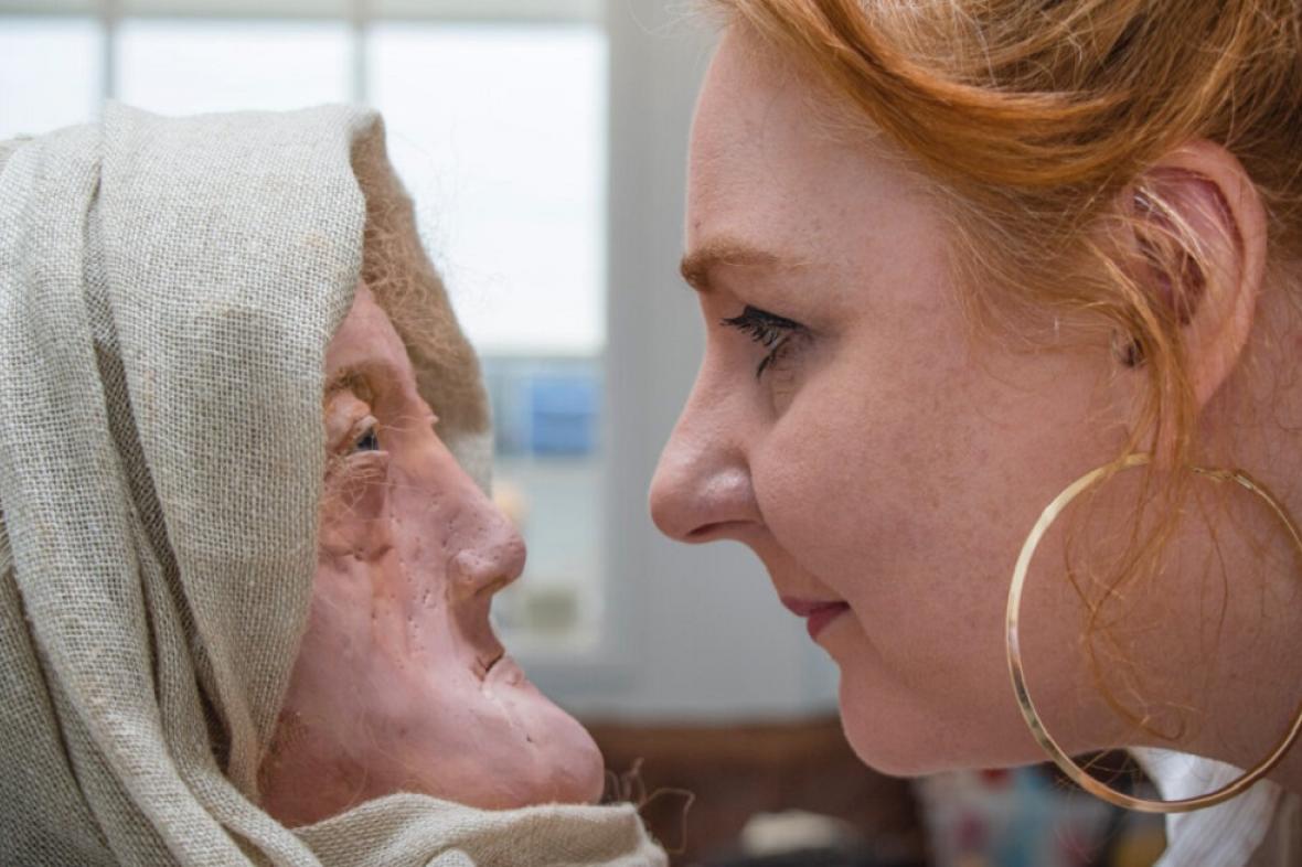 Druidka Hilda a autorka rekonstrukce Karen Flemingová